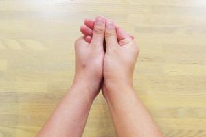 under_hand_01